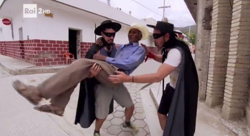 I-Socialisti-trasportano-un-signore-messicano.jpg